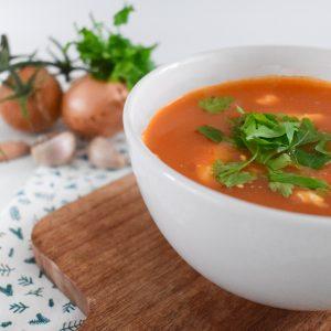 Tomaten paprikasoep met prei en courgette
