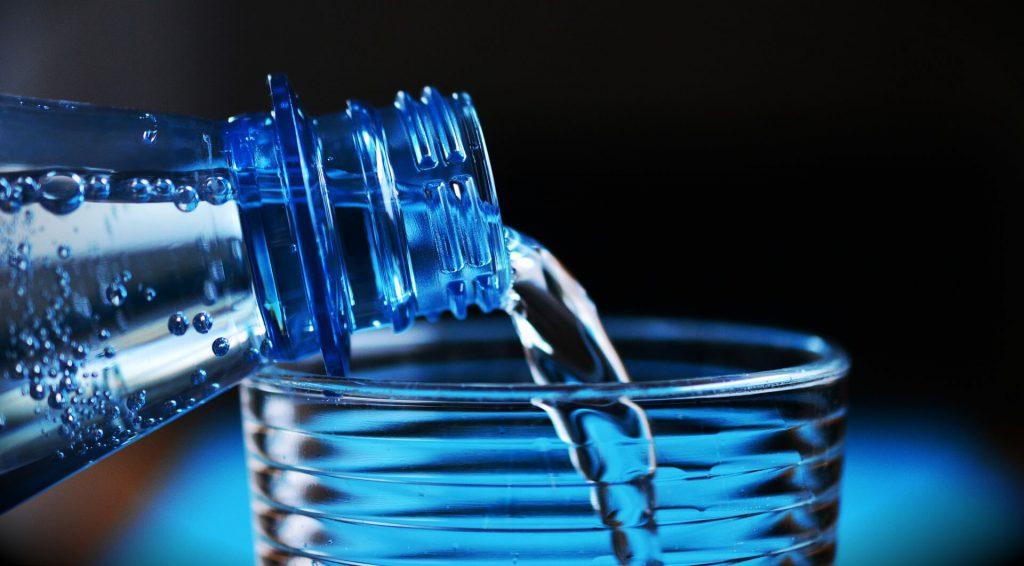 hoeveel water moet je drinken tijdens een hittegolf?