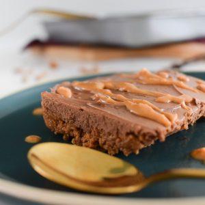Dit heerlijke taartje maak je met de overgebleven speculaas en chocoladeletters!