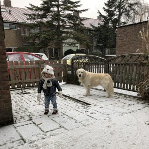 kind op wintersport