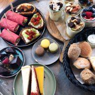 REVIEW – High tea van de Yoghurt Barn is vechten om de taart