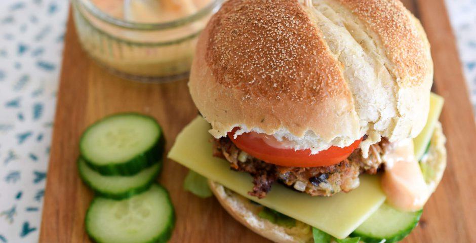 Oosterse tonijnburger met chili-mayonaise