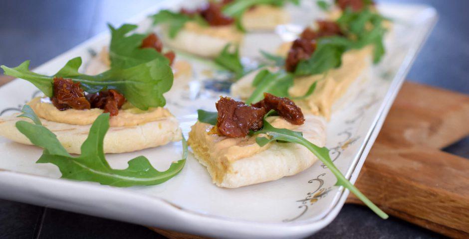 Vega pita met ras el hanout hummus